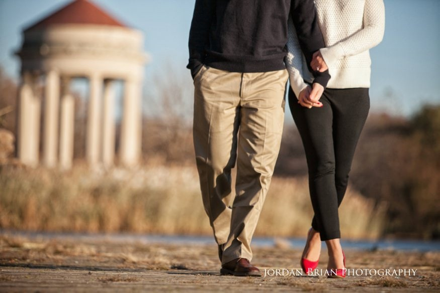 couple holding hands at fdr park engagement photos